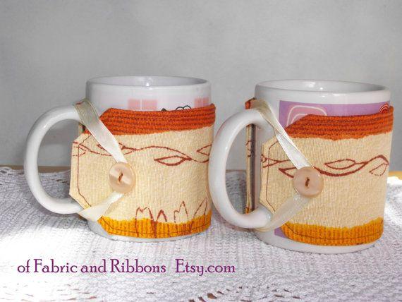 Copri tazza in stoffa. Set di 2 copri tazza di ofFabricAndRibbons