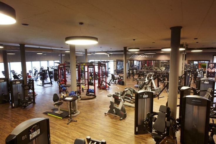 Which Gym Is Right For You Big Box Or Small Studio Gym Fit Life Evening Workout