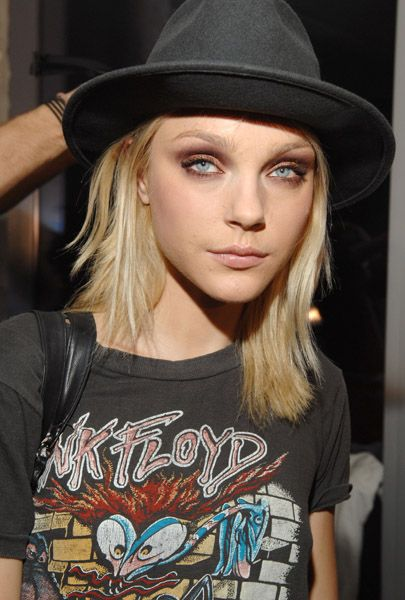 Jessica Stam, love her hat and tee!