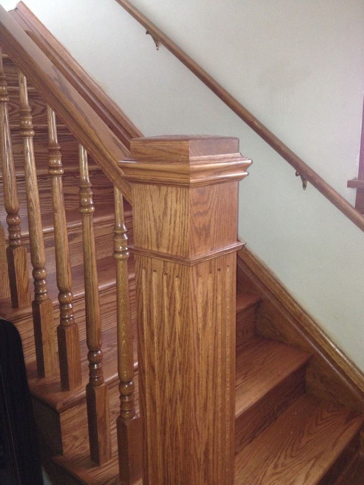 Traditional red oak knee wall stair case with LJ6210
