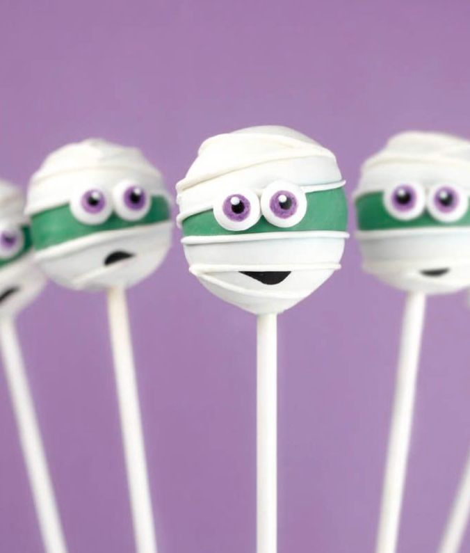 20 Halloween Treat Recipes for Halloween Cake Pops to create family friendly spooky treats for your Halloween party!