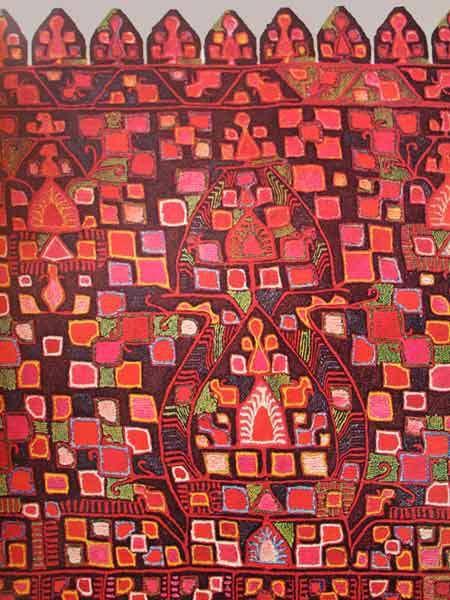 Λεπτομέρεια από παραδοσιακο κέντημα απο φούντι των Σπάτων detail from a hand embroidered bridal shirt from Spata in Attika πηγή: laografia-spata.gr