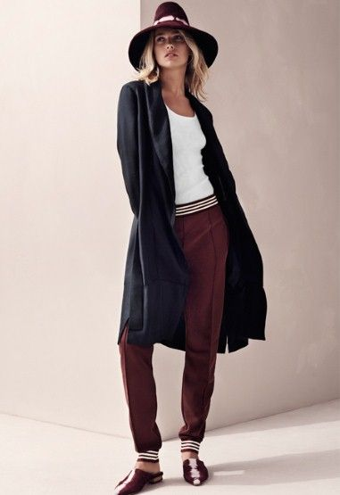 Marsala trousers, black coat and white top 0 the perfect match for an awesome spring look