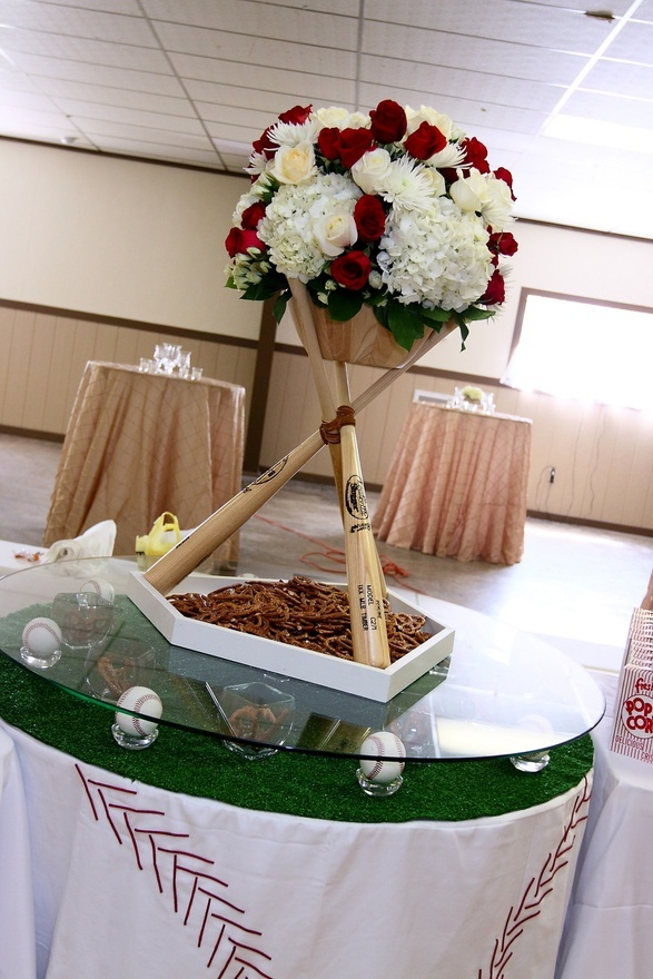 A baseball themed centerpiece at a wedding!