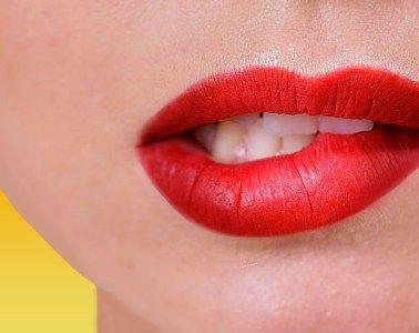 О чём расскажет губная помада? Если три женщины достанут из косметички помаду, которой пользовались какое-то время, у всех она будет разной формы. Это говорит об особенностях характера. Каких? Давайте узнаем!