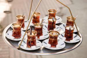 Qué es el té turco: Tomar té negro en Turquía