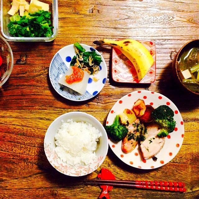 塩豚オーブン焼き  豆腐と小松菜のお吸い物  小松菜と干しエビのポン酢和え  ふろふき大根  お漬け物 菜の花 ブロッコリーの茎 大根の皮  ミニトマト  バナナ - 10件のもぐもぐ - 塩豚のオーブン焼き by nomari