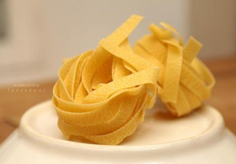 """LASAGNETTE Jelentése: """"kicsi lasagne""""   Származási hely: Liguria   Átlagos mérete: 0.7 mm vastag 9 mm széles"""