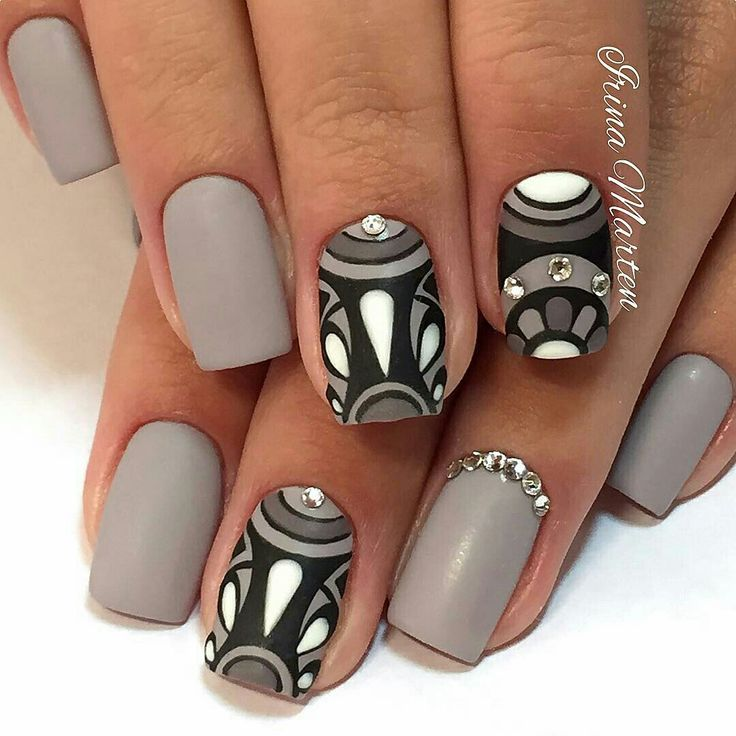 I dream in greys! Nails by @Nails_IrinaMarten