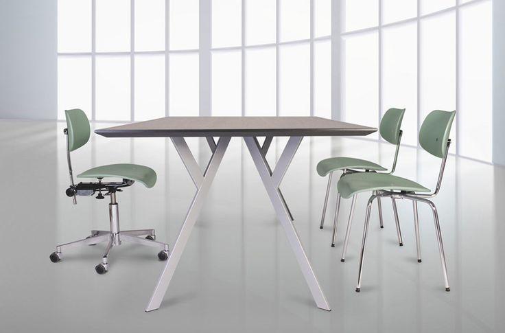 Clara Stil   Typus Tisch. Design: Heidi Edelhoff und Alexander Nettesheim