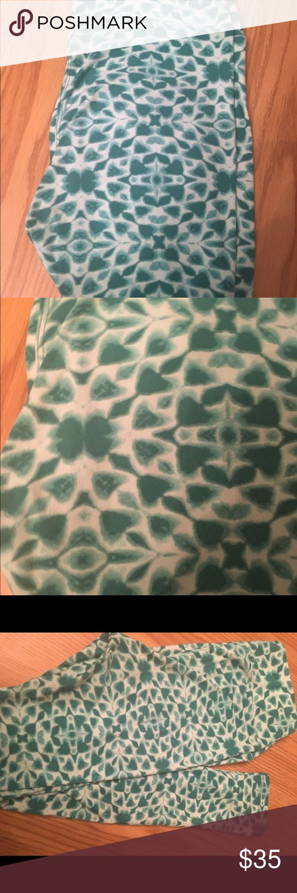 Lularoe Green Os Leggings For St Patrick's Day These are in EUC condition. They have been washed per LLR instructions. These would be great for St Patrick's' Day. OS size. Make me an offer 😀 LuLaRoe Pants