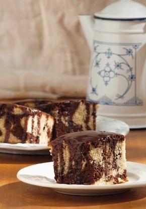 Κέικ μαρμπρέ με λάδι και παλιομοδίτικο γλάσο