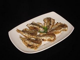 This is a simple Greek meze with whiting, usually accompanied by the Greek drink ouzo. A meze is a kind of hors d'œuvre eaten in Greece, accompanied by ouzo, retsina or beer. The fish gavros (whiting) is very popular in Greece. This meze can also be a side dish at a meal or as part of a buffet.
