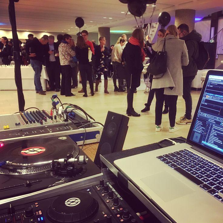 Heute war ich in musikalisch-kreativer Weise für das #Gettogether im Rahmen der Cologne Design Conference am Start – auf Kölns spannender Veranstaltung in der #IHKKöln für alle #Designer und #Gestalter ... schön wars und gerne wieder!  Mehr Infos über mich gefällig? www.danny-tittel.de  #CDC2017 #CologneDesignConference #IHK #DJ #Networking #DJKöln #Köln #Grafikdesigner #Webdesigner #MotionDesigner #UXDesigner #Freelancer #Freiberufler #KölnDesign #MacromediaKöln #MacromediaKöln