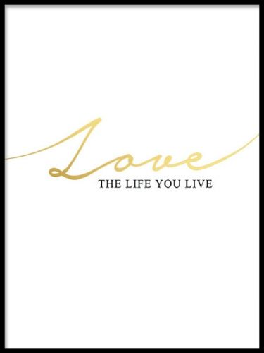 A beautiful art poster with text in gold and black, Love the life you live, printed in gold foil. Looks fabulous matched together with our other prints in gold or silver in a personalized wall art gallery. Fits perfect in both a black or a white frame. Desenio.co.uk