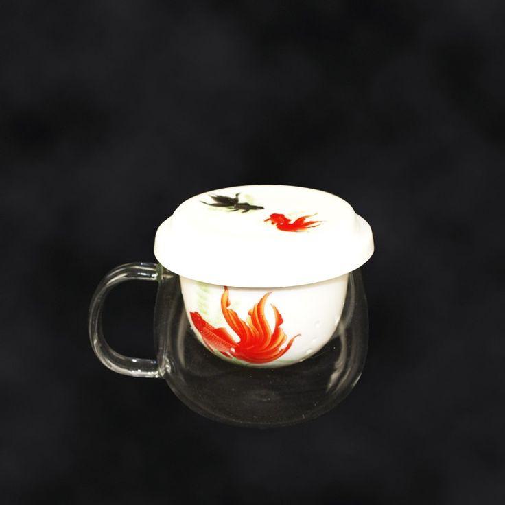 """SHOP-PARADISE.COM:  Tasse """"Goldfische"""", 220 ml, mit Deckel und Sieb aus Porzellan 8,99 €"""