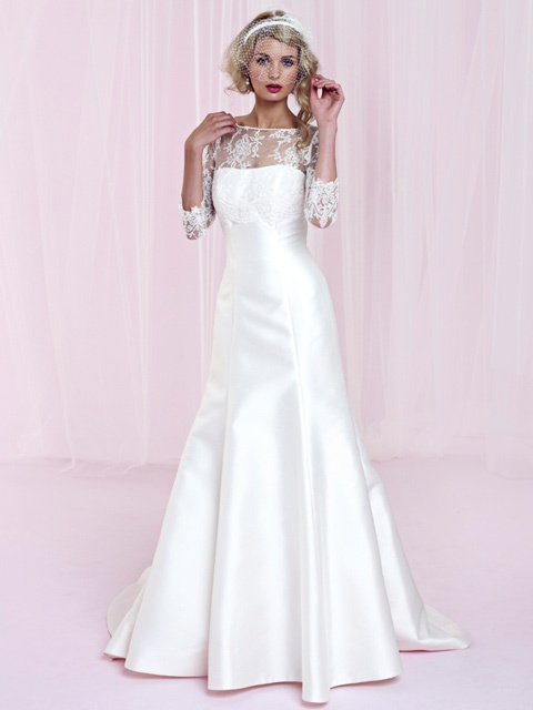 Vestido de Novia en Seda con Encaje en las Mangas y Escote -- Charlotte Balbier: Wedding Dressses, Bridalw Gowns, Bridal Collection, Wedding Dresses, Long Sleeve, Bridal Gowns, Bridal Bride, Charlotte Bridal, Charlotte Balbier
