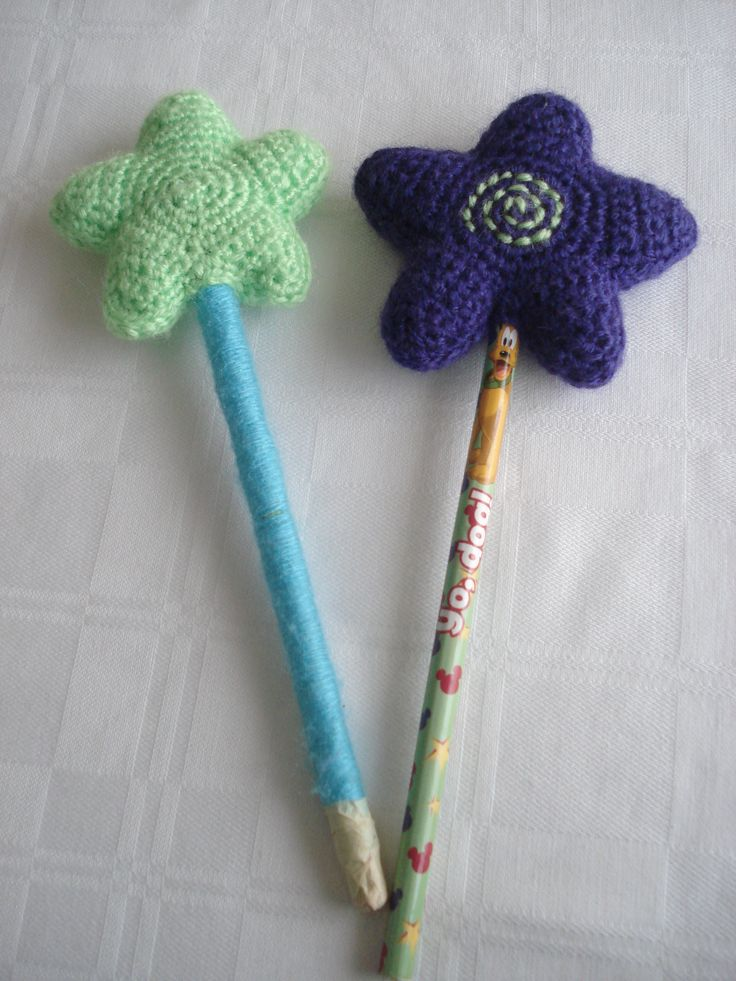 Crochet Magic Wands ----- Pattern: http://www.tangledhappy.com/2011/01/how-to-make-tangled-happy-wand.html