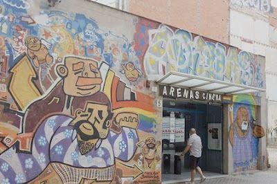 Cierra el único cine de citas homosexuales de Barcelona. El Arenas Cine Gay será derribado para prolongar Diputació hasta Creu Coberta Carles Cols | El Periódico, 2015-10-13 http://www.elperiodico.com/es/noticias/barcelona/cierra-unico-cine-citas-homosexuales-barcelona-4581919