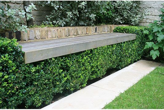 Garden bench floating over box hedge.Wooden Benches, Boxes Gardens, Benches Floating, Artificial Boxwood, Garden Benches, Floating Benches, Boxes Hedges, Beautiful Gardens, Gardens Benches