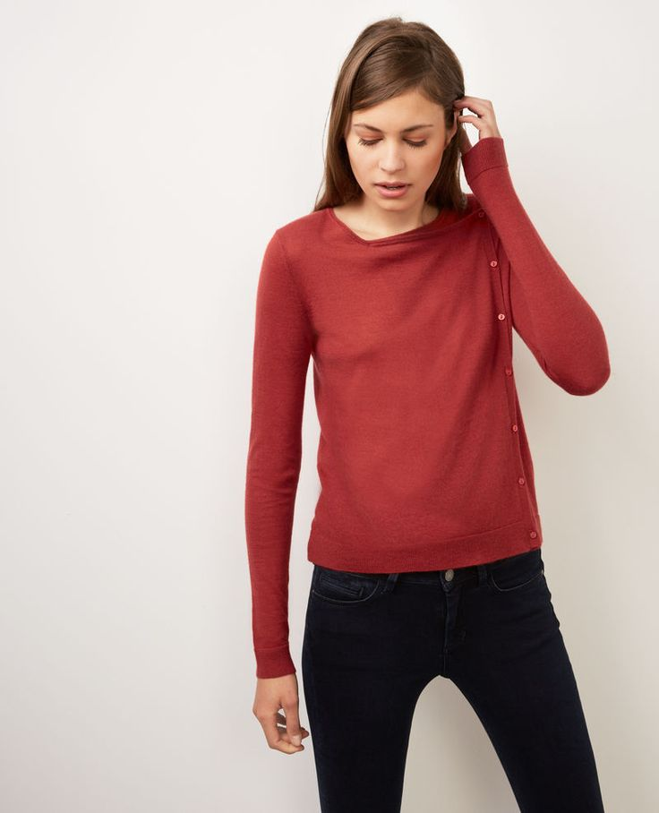 Short, elegant cardigan made of cashmere. Brick Baluchon available in sizes  from XS to XL.