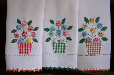 yo-yo dishcloth http://filomena-crochet-tricot-costura.blogspot.com/