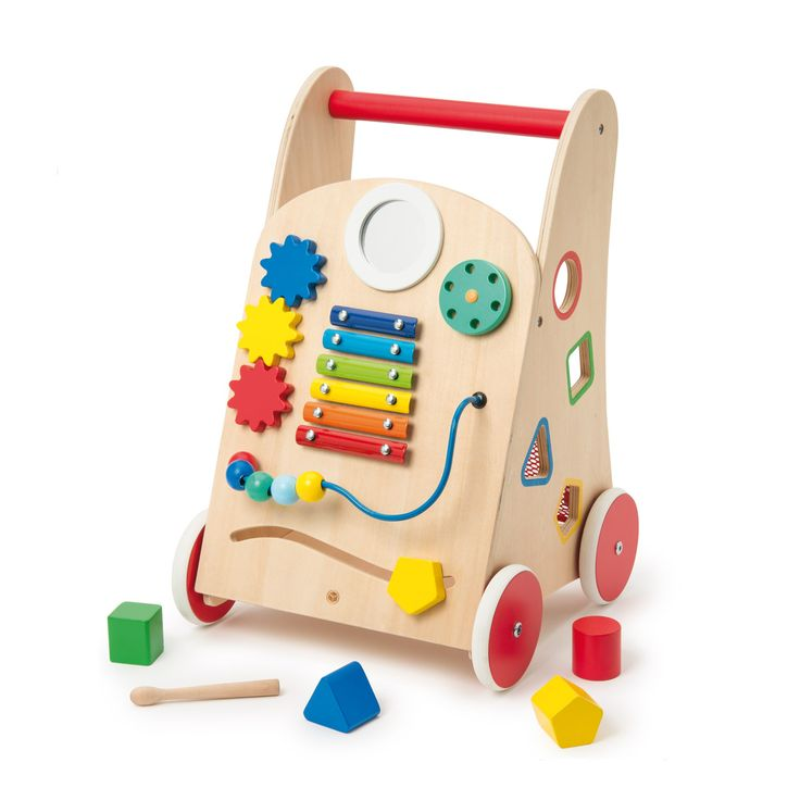 Pour encourager votre bébé à se lancer ou à consolider sa marche, proposez-lui ce chariot en bois avec freins. Pousser un chariot stable dont la vitesse est adaptée à sa marche, grâce aux vis de serrage, est très rassurant. Si votre enfant veut se reposer, il s'assied et découvre les jeux de manipulation : le xylophone, les engrenages, le miroir, le boulier, les formes à encastrer... Au total, 8 activités avec lesquelles il développe sa motricité fine, sa perception des couleurs, formes e...