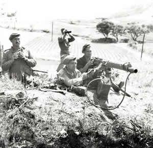 Canadian machine gun crew in Korea.