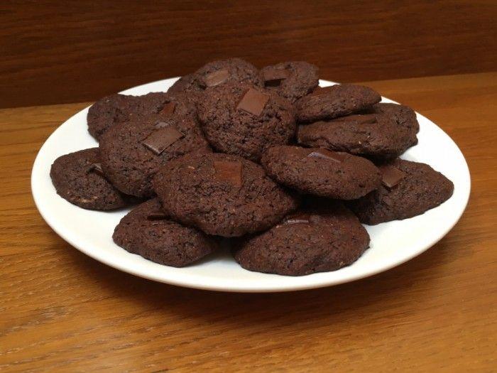 A jól bevált csokis kekszem teljes kiőrlésű liszttel készített változata. És persze cukor helyett xilittel és