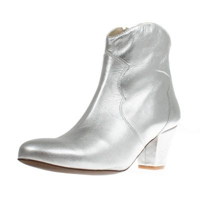 Stiefelette Claire Plata; www.onyva.ch / #stylefashionboots #cowboyboots #boots #fashionboots #pink #spacecowboy #80s #80sfashion #stiefelette #shoes #disco #zurich #style #glam #glamrock #silver