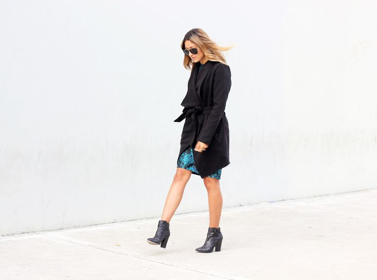 little-mistress_holiday_holiday-dress_sparkle_sequin_glitter_boots_melrodstyle_ootd_streetstyle_who-what-wear_refinery-29_latina-blogger_mexican-blogger_la-blogger-6.jpg (1000×744)