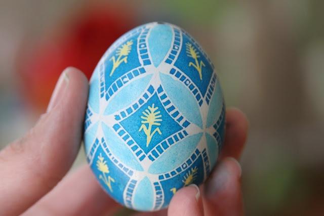 Good tutorial on making Ukrainian Easter Eggs.