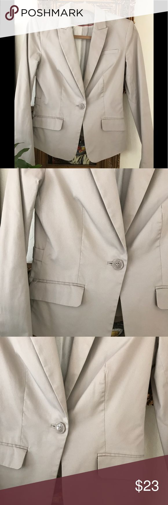 Khaki Blazer 98% Cotton In nearly new condition.  Perfect for the office or over a sexy camisole and skinnies. H&M Jackets & Coats Blazers