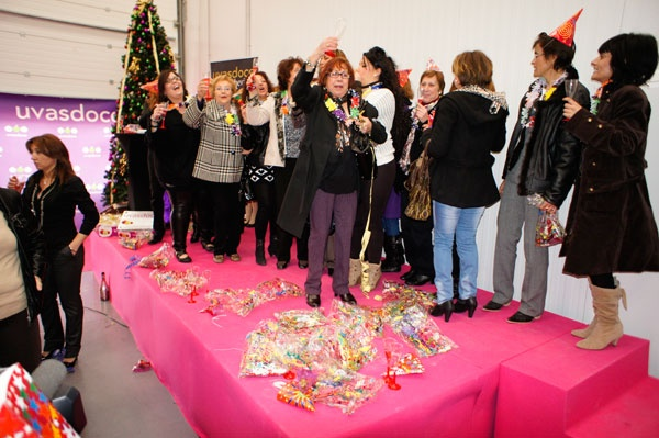 Fiesta Solidaria para celebrar el aniversario de Uvas Doce y hacer entrega de 20.000 unidades de fruta al Banco de Alimentos
