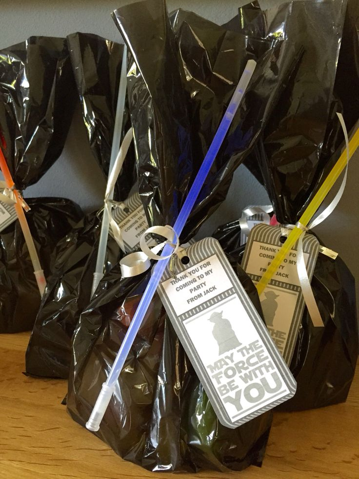 Star Wars party bag idea. Fill a black treat bag with goodies, make a label and use glow sticks as mini light sabers.