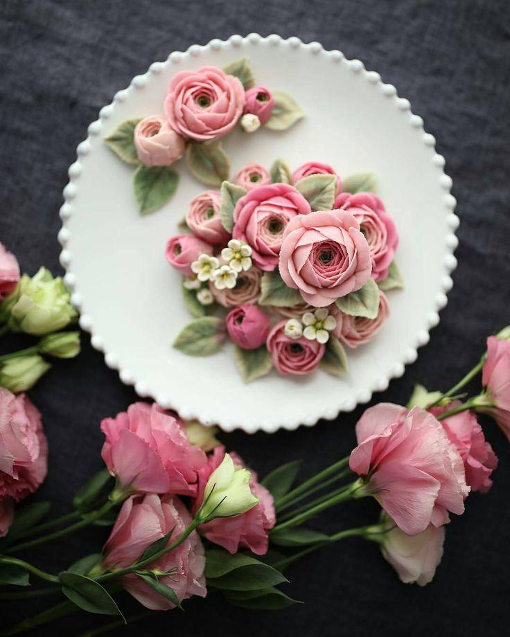 "3,933 Likes, 10 Comments - Por Any de Lucca (@cakes_ideas_videos) on Instagram: ""@Regrann from @maison_olivia - Whitebeanpaste flower 🌿 _ #ricecake #maisonolivia #gradation…"""