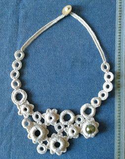 Fafù Factory: Wild crochet. Collana white blossom.