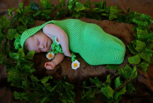 Pea in the pod photography prop by Nannyv's Crochet Creations