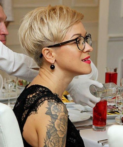 Speziell für Sie … charmante Kurzhaarschnitte für Frauen, die eine Brille tragen