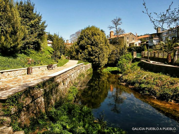 Paseo Fluvial de Cereixo, Vimianzo. Desde aquí, es obligatorio recorrer el fabuloso Paseo Fluvial colmado de naturaleza. al que asoman los miradores de las viviendas y casas señoriales como Vila Purificación.
