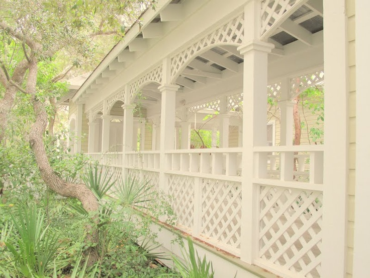 Lattice Bordered Beachy Breezeway In Amp Out Of The Garden