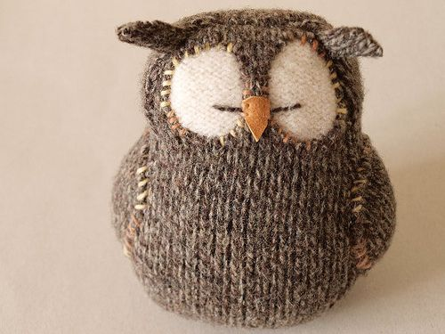 Knit sleepy owl cute knitted plushie toy , not sure if this has a pattern but not to hard to work out from the picture or just create by upcycling an old jumper arm or sock