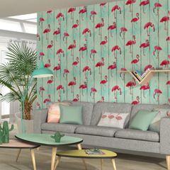 Vous allez adorer l'intissé FLAMANT !   Les planches de bois vert d'eau où gambadent de magnifiques flamants roses rappellent les plages de Miami ! Ce papier peint frais et original crée une atmosphère estivale et vitaminée, aux accents délicieusement exotiques !