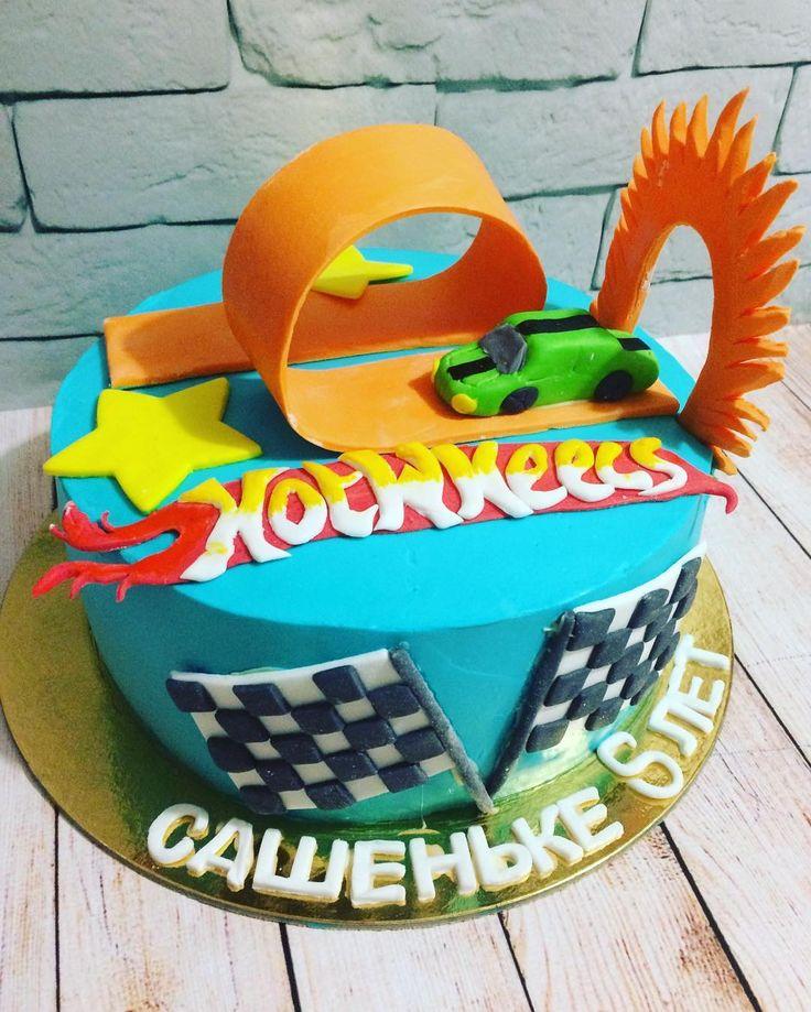 Торт на день рождения Александра !!!! @galaoblachko , желаю не болеть , радовать маму и папу !!!! #тортhotwheels #тортнаденьрождения #тортназаказновосибирск #тортновосибирск #тортбезмастики #тортизмастики #тортдлямальчика #тортна5лет #тортсмашинкой