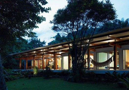 Casa en Praia Preta,Cortesía de Nitsche Arquitetos