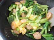 楽天が運営する楽天レシピ。ユーザーさんが投稿した「小松菜とむき海老の卵炒め」のレシピページです。彩りが綺麗です。小松菜,むき海老,たまご,☆ガラスープの素,☆ガーリックパウダー,☆塩・こしょう,しょうゆ,サラダ油