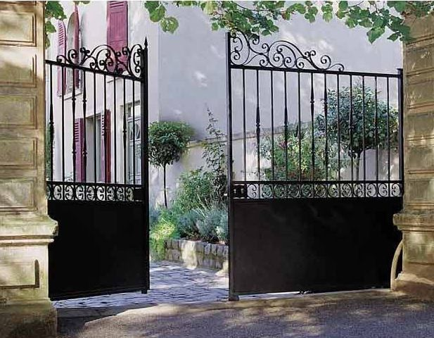 Les 25 meilleures id es de la cat gorie barri res en fer for Portail jardin metal