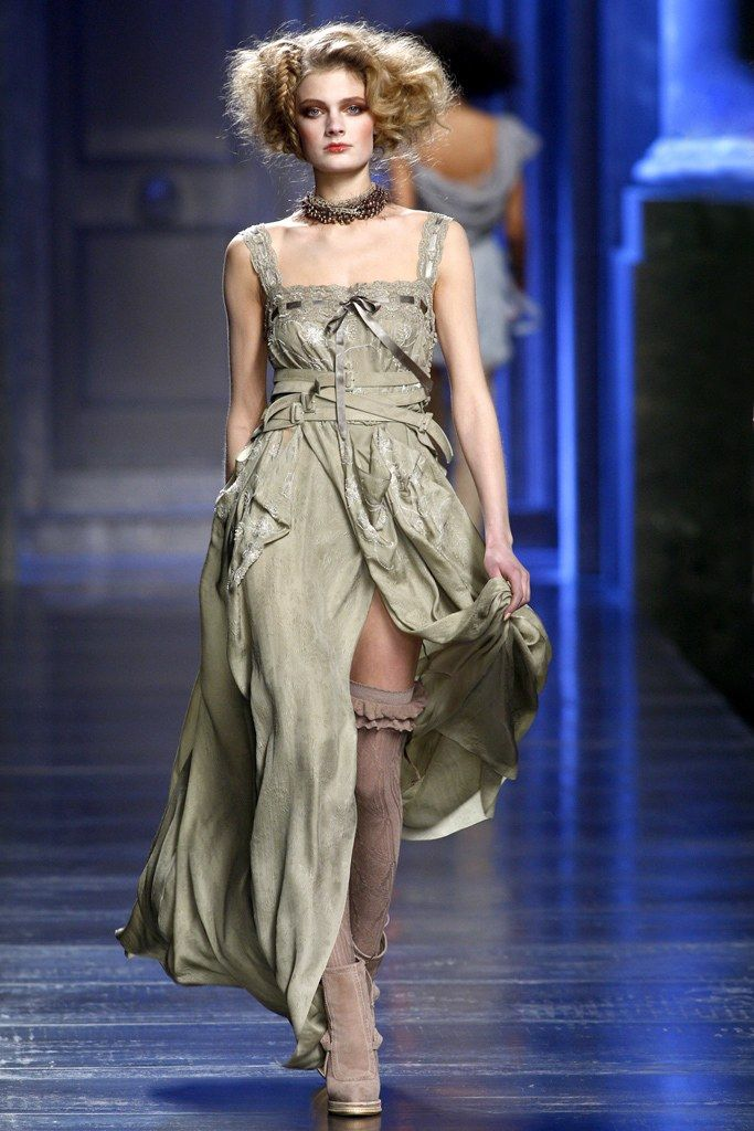 Christian Dior Fall 2010 Ready-to-Wear Fashion Show - Constance Jablonski (Viva)