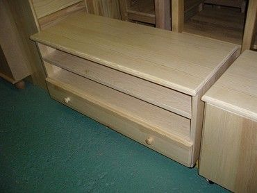 TV stolek z masivu od výrobce, materiál