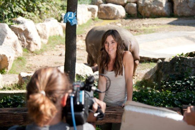 Selvaggi si nasce, le foto dal set: la conduttrice Roberta Castiglioni